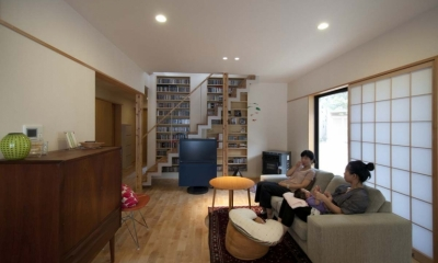 石引の家|築30年の住宅をガルバリウムで軽量化 (北欧スタイルの家具でまとめたリビング)