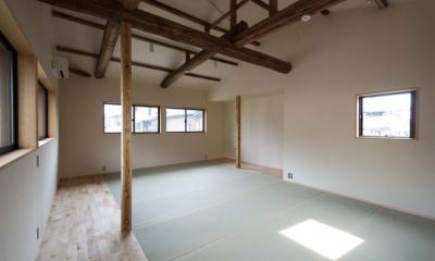 石引の家 築30年の住宅をガルバリウムで軽量化 (畳敷きの2階フリースペース)