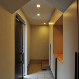 代田の家改修ー築60年の住宅を二世帯へスケルトンリフォーム (二世帯住宅の玄関)