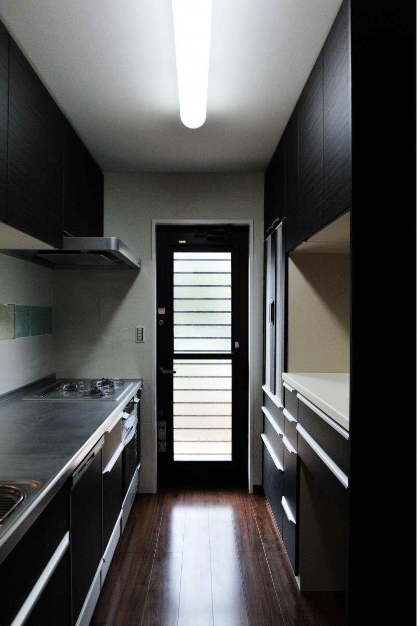 代田の家改修ー築60年の住宅を二世帯へスケルトンリフォームの写真 キッチン