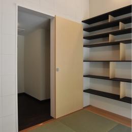 代田の家改修ー築60年の住宅を二世帯へスケルトンリフォーム (リビングから使える納戸)