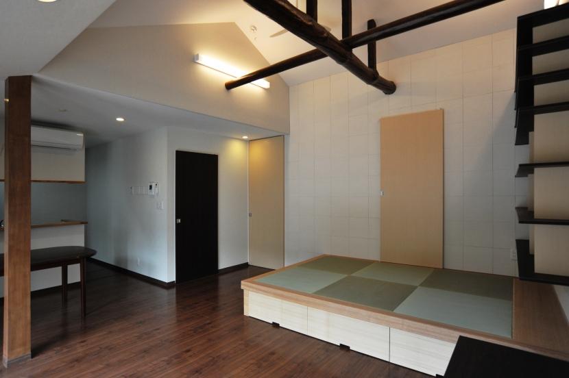 代田の家改修ー築60年の住宅を二世帯へスケルトンリフォームの部屋 リビングダイニング