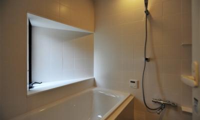 代田の家改修ー築60年の住宅を二世帯へスケルトンリフォーム (浴室)