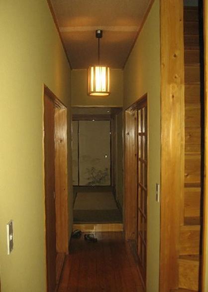 築28年の家を購入しリノベーション|籠原の家 (廊下|before)