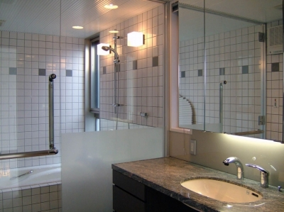 浴室 (久安の家|プライベートな外部空間を持つ家)