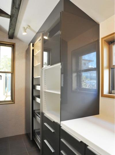 キッチン背面収納 (下馬の家改修)
