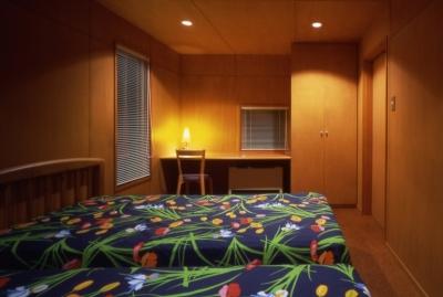 寝室 (鳴岩の山荘)