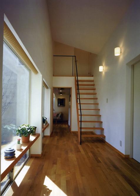 庭を挟んだ分棟型の2世帯住宅 (親世帯廊下)