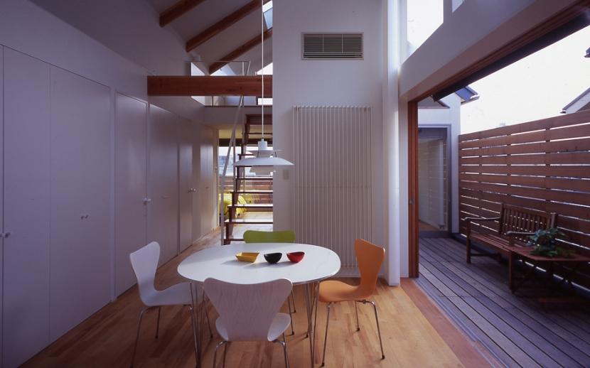1、2階で住み分ける完全分離型の2世帯住宅の部屋 子世帯ダイニング