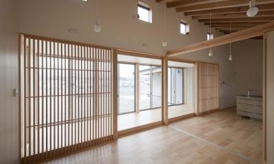 南砺市の家|砺波平野に建つ夫婦二人のための平屋住宅 (リビング・ダイニング)