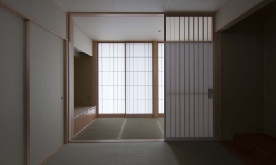 南砺市の家|砺波平野に建つ夫婦二人のための平屋住宅 (たたみ廊下とつながる和室)
