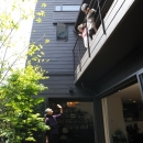 ふたつの家族と中庭の家 〜つかず離れず適度な距離感の二世帯住宅。だけじゃない!〜の写真 中庭の風景