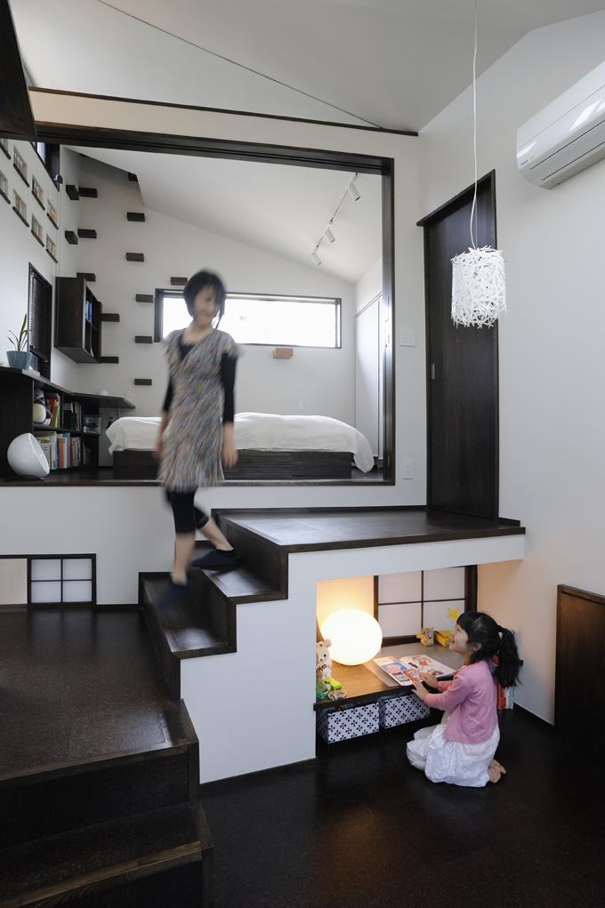 岡本 浩「ふたつの家族と中庭の家 〜つかず離れず適度な距離感の二世帯住宅。だけじゃない!〜」