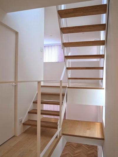 階段 (ムサシコスギ K邸)