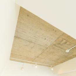 自然素材に囲まれたワンちゃんとの暮らし『Organic Styleリノベーション』 (天井)