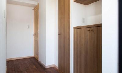 無垢材特有のコントラストを活かした『Wooden Style リノベーション』 (玄関)