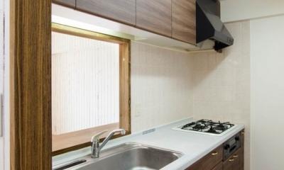 無垢材特有のコントラストを活かした『Wooden Style リノベーション』 (キッチン)