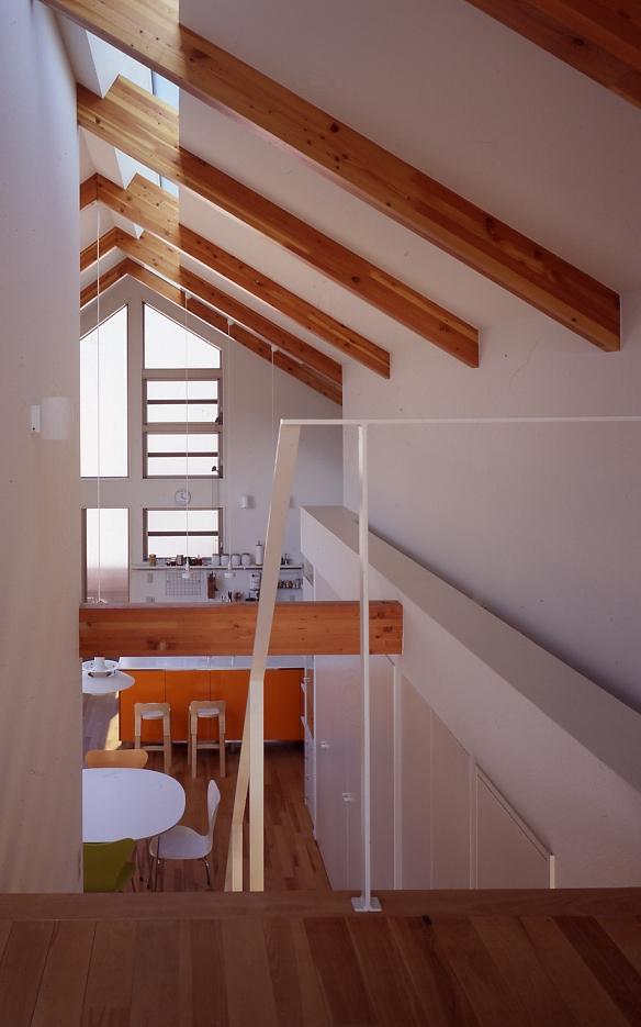 1、2階で住み分ける完全分離型の2世帯住宅の部屋 ロフトから見る