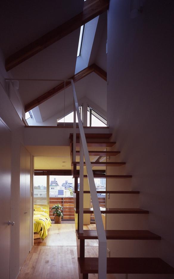 1、2階で住み分ける完全分離型の2世帯住宅の部屋 階段