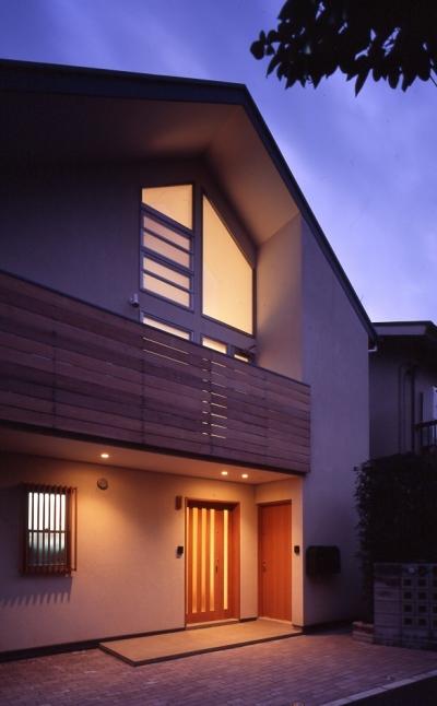 1、2階で住み分ける完全分離型の2世帯住宅 (ファサード)