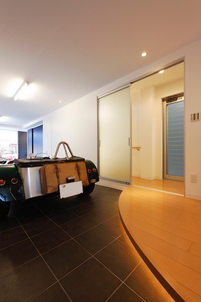 上本町の家(ガレージハウス)の部屋 ビルトインガレージ&エントランス