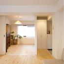 living room / room