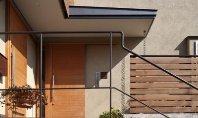 落ち着きと明るさの2世帯住宅 (玄関ポーチ)
