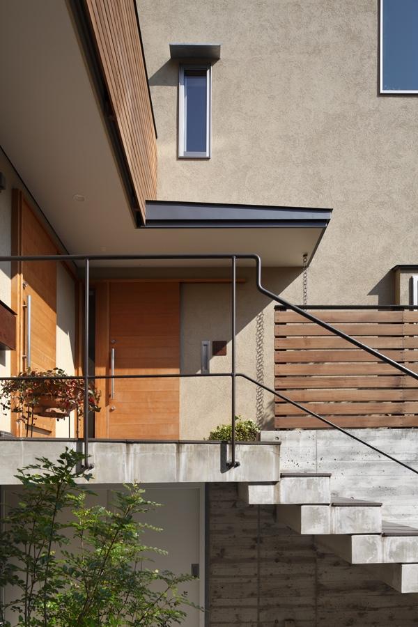 長浜信幸「落ち着きと明るさの2世帯住宅」