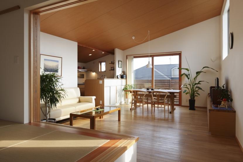 落ち着きと明るさの2世帯住宅の部屋 子世帯リビング