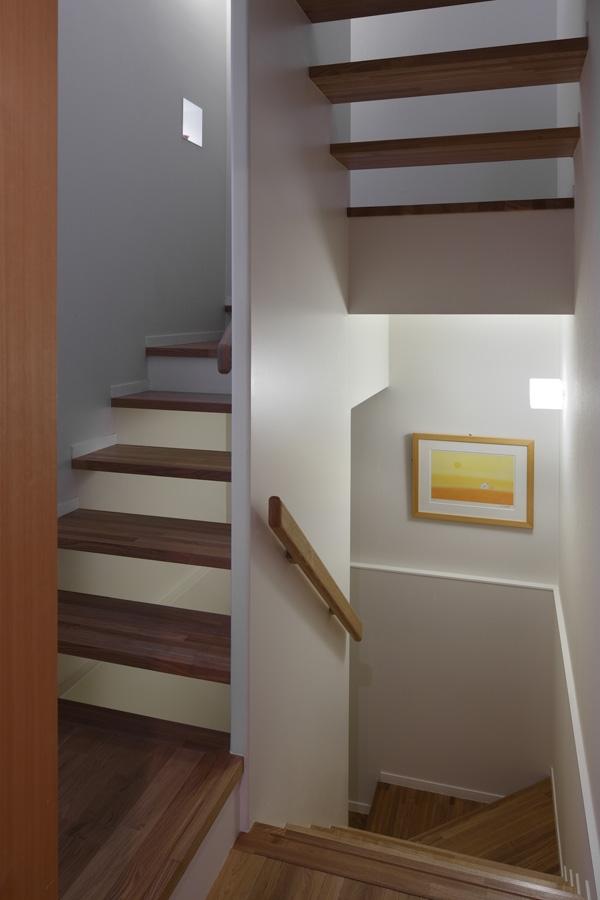 落ち着きと明るさの2世帯住宅の部屋 階段
