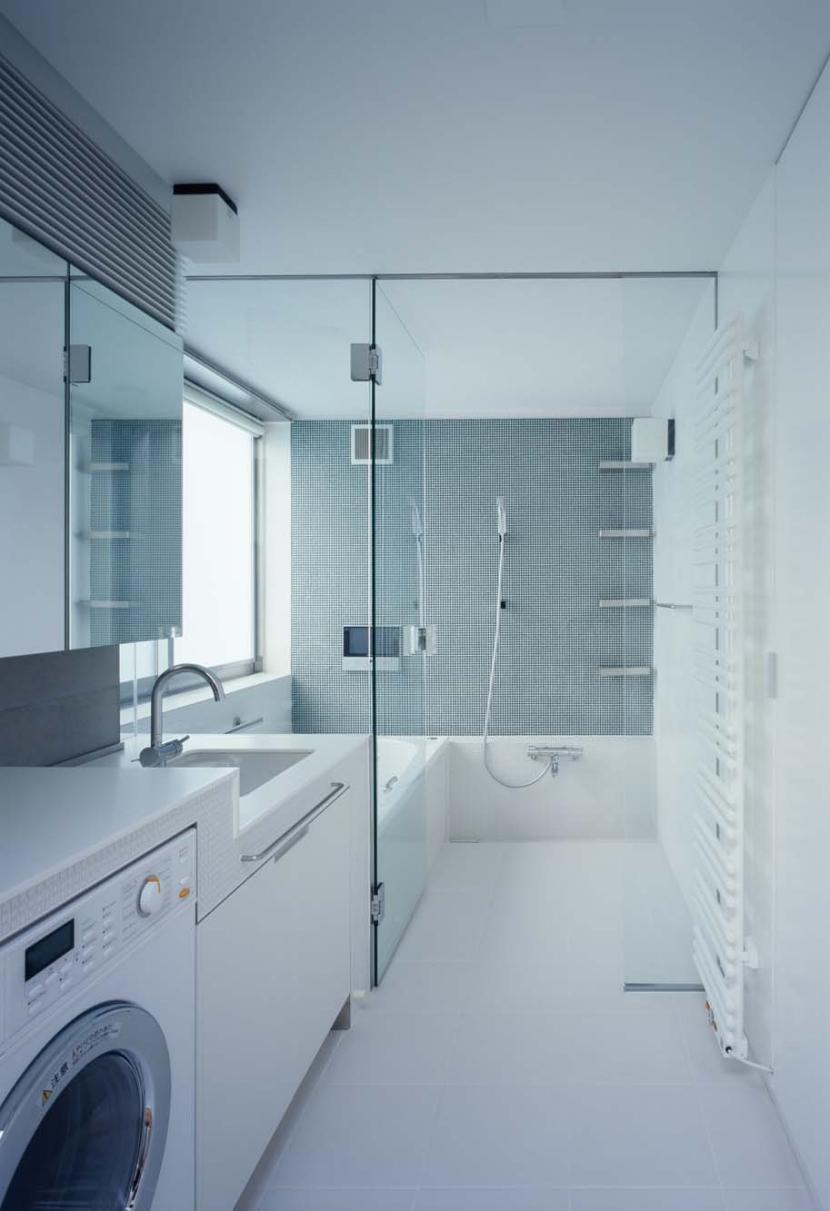 スキマのある家の写真 明るくコンパクトな水回り
