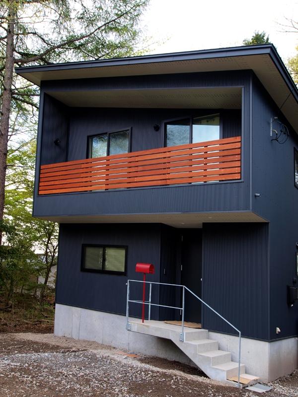 軽井沢の別荘 (ガルバリウム鋼板の外観2)