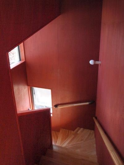 スカンジナビアンレッドの階段室 (軽井沢の別荘)
