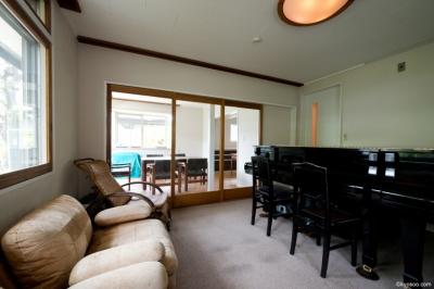 piano room (Mr-House)