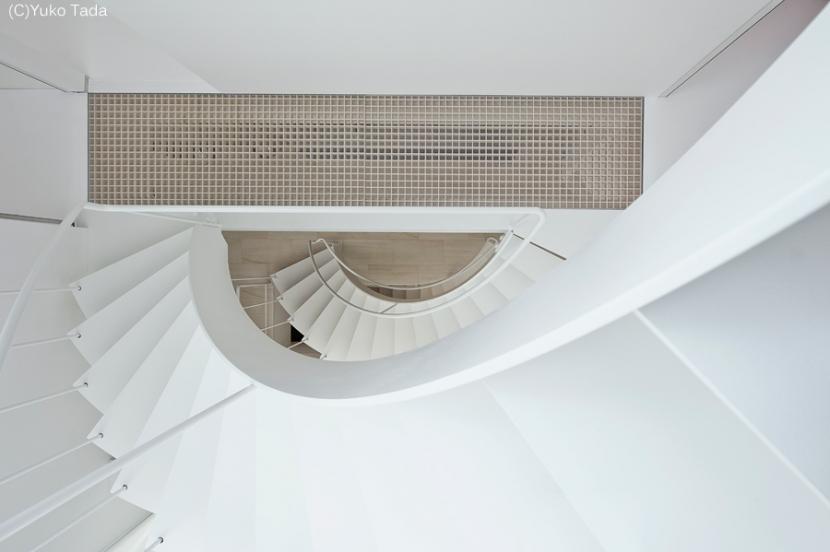 湯里の家の部屋 ストリップ階段
