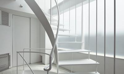 湯里の家 (ストリップ階段)