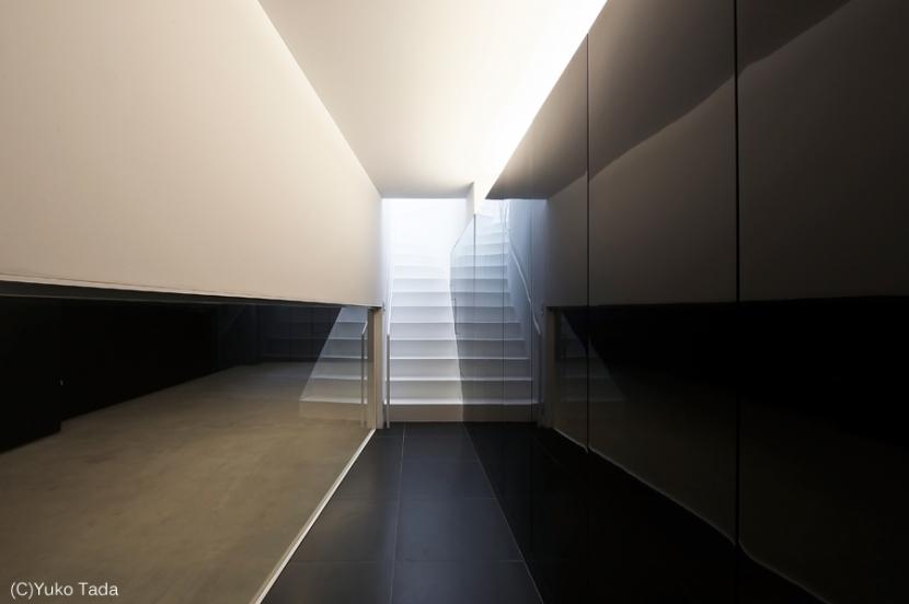 湯里の家の部屋 玄関ホール、階段