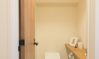「秘密基地」のある富ヶ谷の家 (トイレ)