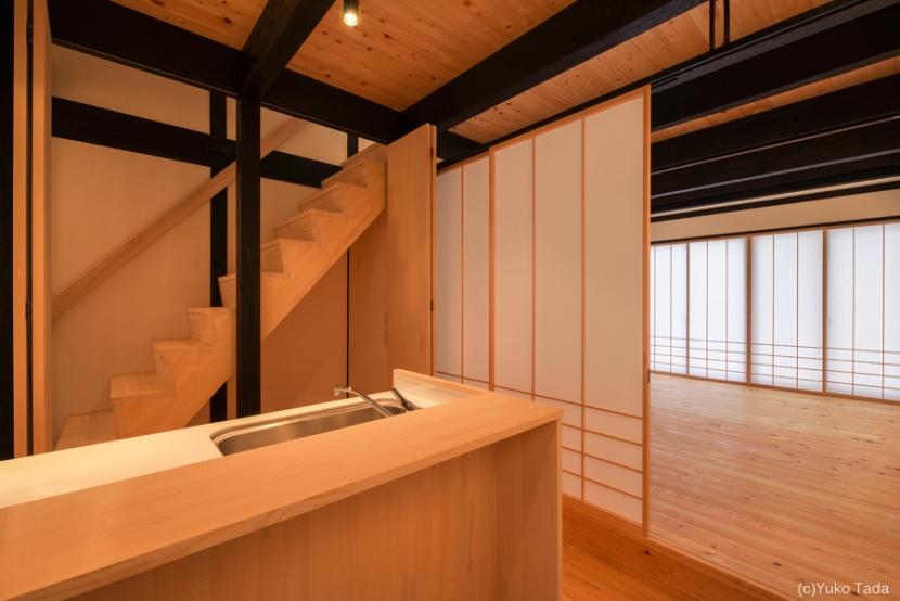谷町の長屋【改修】の部屋 キッチン・階段