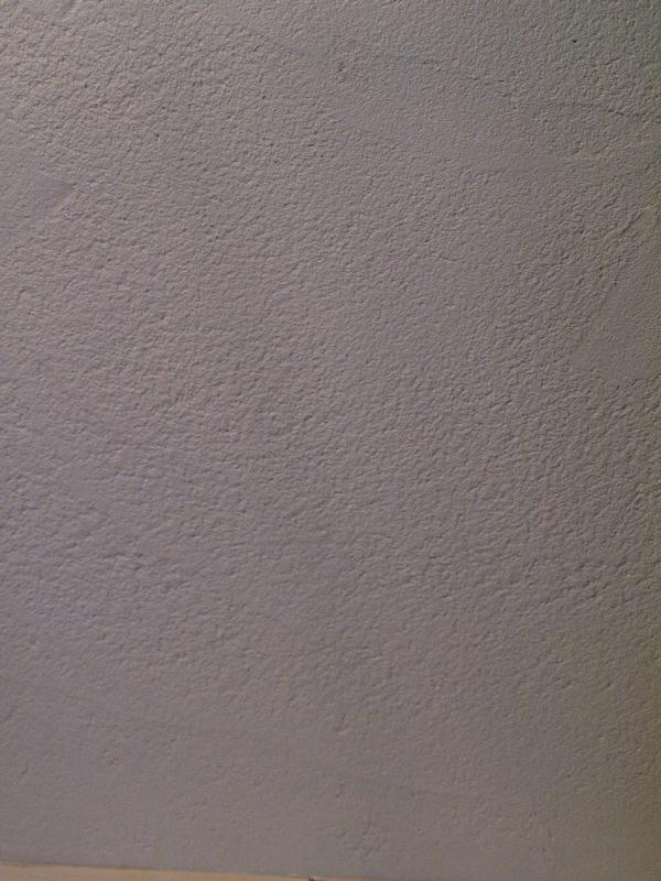 エアコンのない家の写真 漆喰の壁