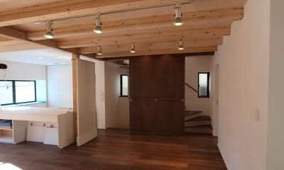 エアコンのない家 (リビングルームと階段室)
