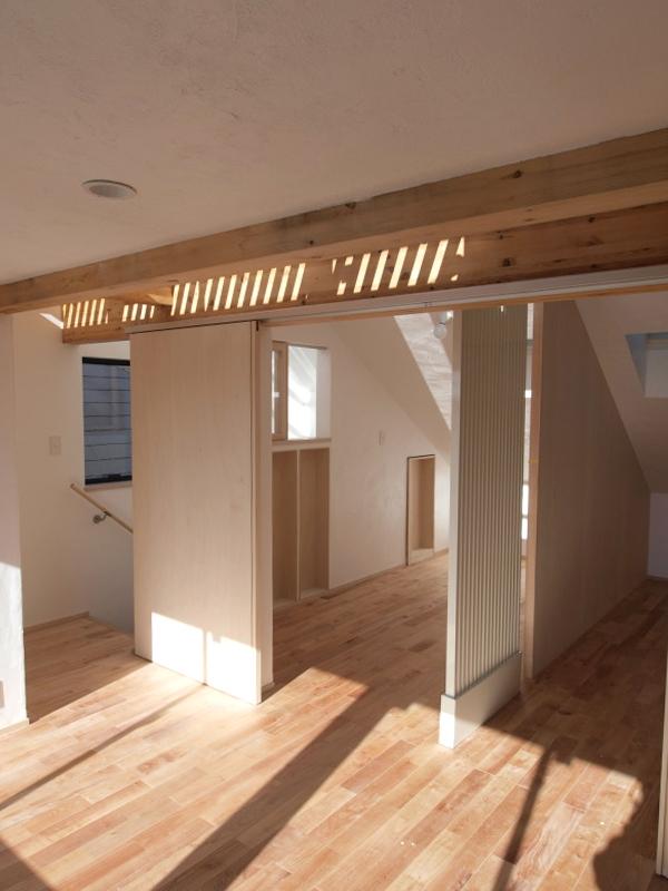 エアコンのない家の写真 3階ロフトのある共有スペース