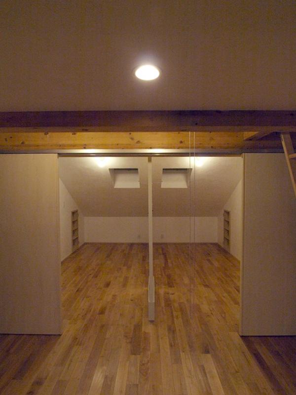 エアコンのない家の写真 子供部屋