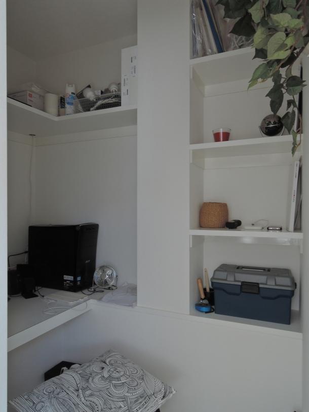 ペットのために「白」のリノベーションの写真 書斎