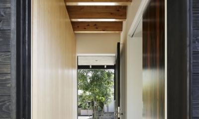 下北方の家/宮崎市の住宅 (玄関)
