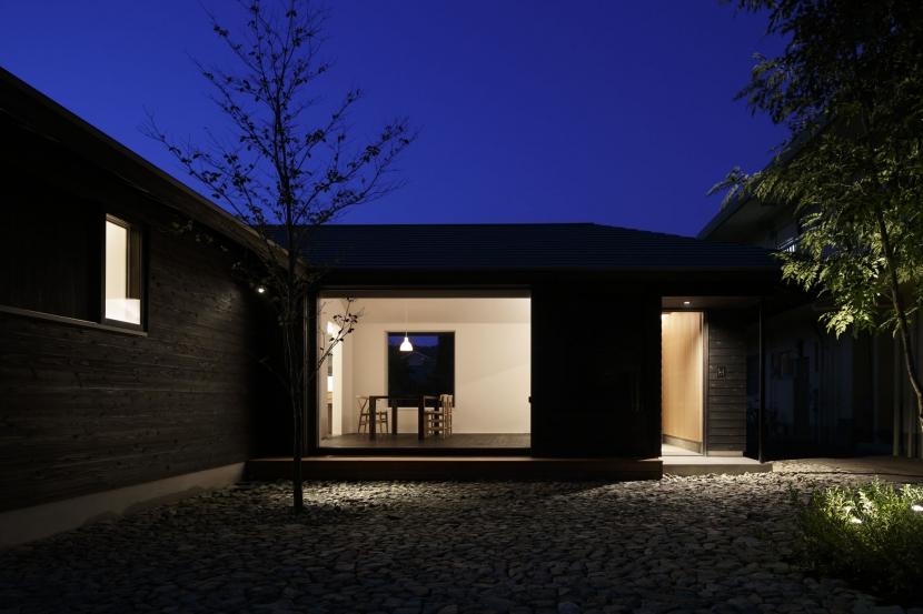 下北方の家/宮崎市の住宅の部屋 南側夜景