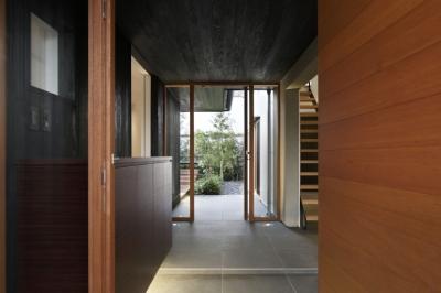 玄関アプローチ (霧島町の家/宮崎市の住宅)