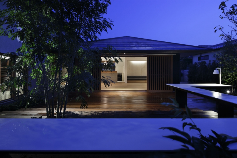 霧島町の家/宮崎市の住宅の部屋 南側夜景
