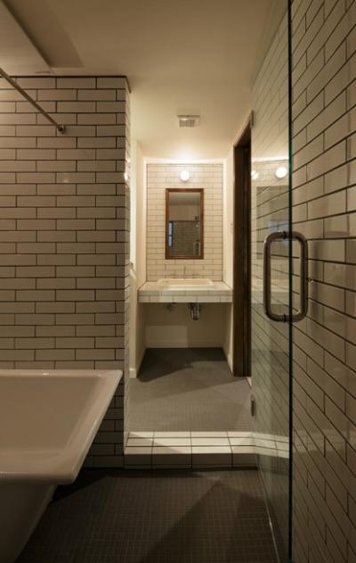 洗面室・浴室 (小さな古い洋館に暮らす)