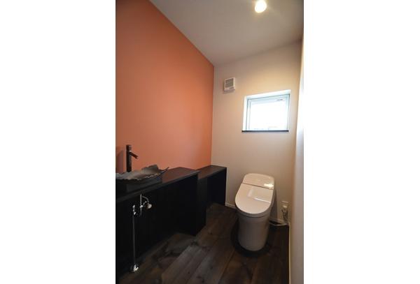 和風リノベーション (トイレ|信楽焼の手洗い器)